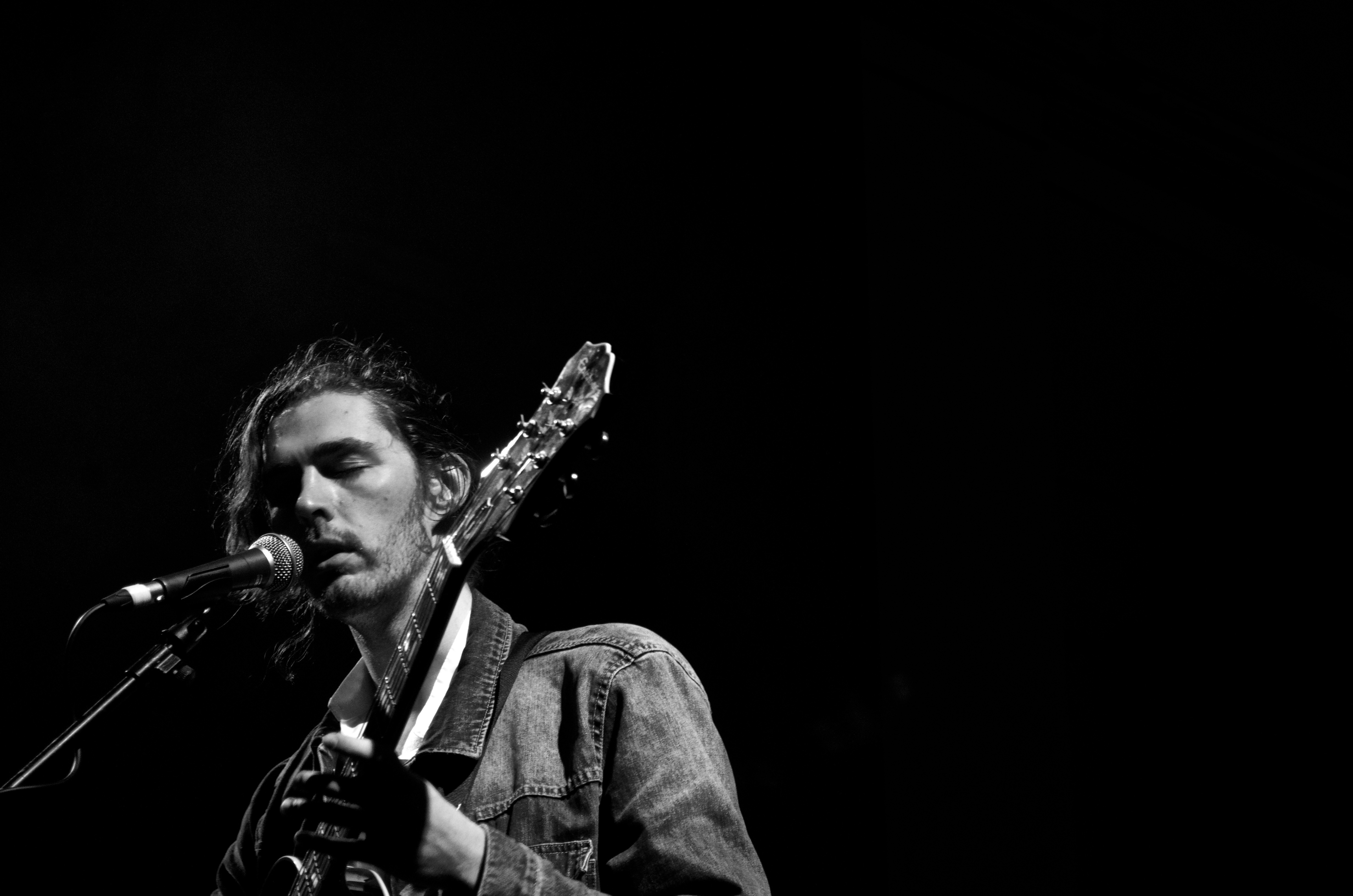 Hozier Debuts 'Work Song' Video - uDiscover  |Hozier Musician